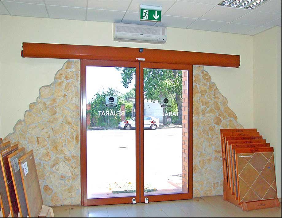 Automata ajtó vészkijáratokra